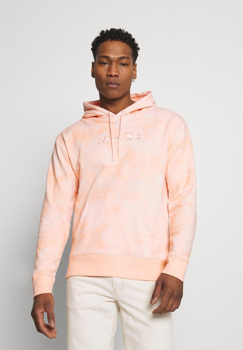 Nike SB - HOODIE UNISEX - Sweatshirt - orange pearl/coconut milk