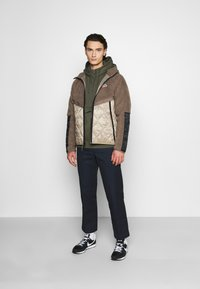 Nike Sportswear - CLUB HOODIE - Jersey con capucha - twilight marsh - 1