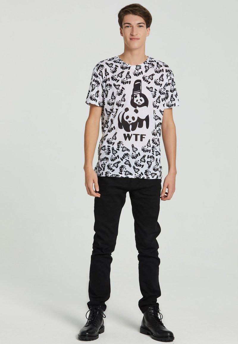 Mr. GUGU & Miss GO - Print T-shirt - white