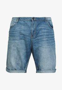 TOM TAILOR MEN PLUS - JEANSHOSEN JOSH REGULAR SLIM DENIM SHORTS - Denim shorts - light stone wash denim - 5