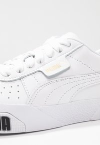 Puma - CALI BOLD - Baskets basses - white/metallic gold - 2