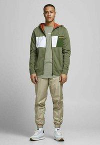 Jack & Jones - Zip-up sweatshirt - deep lichen green - 1