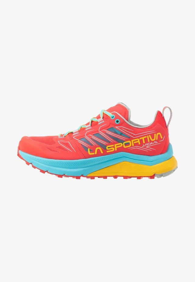 JACKAL WOMAN - Trail running shoes - hibiscus/malibu blue