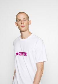 Converse - RETRO FONT WORDMARK  - Print T-shirt - white - 3