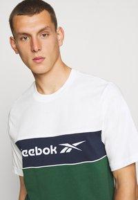 Reebok Classic - LINEAR TEE - Print T-shirt - chalk - 4