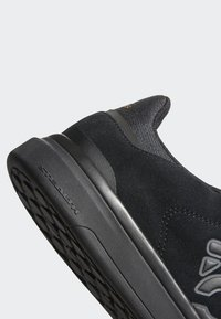 adidas Performance - FIVE TEN MOUNTAIN BIKE SLEUTH DLX SHOES - Trainers - black/grey - 8