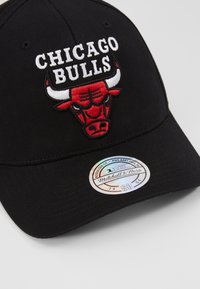 Mitchell & Ness - NBA CHICAGO BULLS TEAM LOGO HIGH CROWN 6 PANEL 110 SNAPBACK - Cap - black - 2