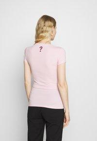 Guess - MIRIANA TEE - T-shirt imprimé - taffy light pink - 2