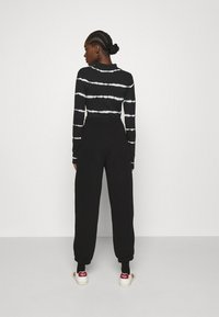 Gestuz - RUBI PANTS - Tracksuit bottoms - black - 2