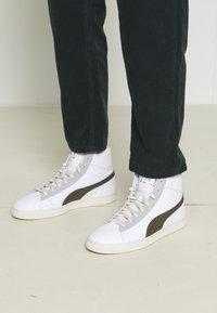 Puma - BASKET MID XXI RE.GEN UNISEX - High-top trainers - white/grape leaf - 0