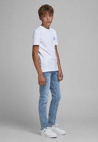 Jack & Jones Junior - Slim fit jeans - blue denim - 0