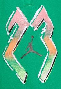 Jordan - Shorts - stadium green - 3