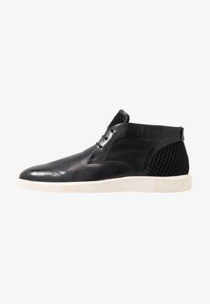 NEWTON - Volnočasové šněrovací boty - black