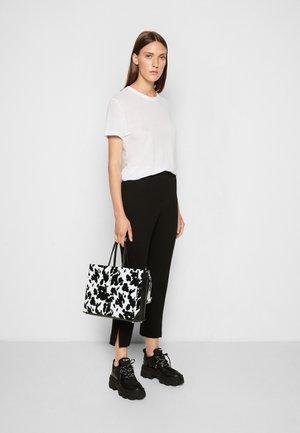 SHOPPING BAG ORIZZONTALE - Handtas - black/white