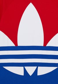 adidas Originals - BIG TREFOIL TEE - Print T-shirt - scarlet/royal blue/white - 3