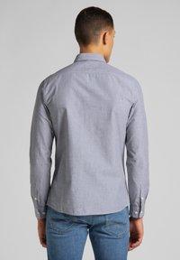 Lee - Shirt - cloudburst grey - 2
