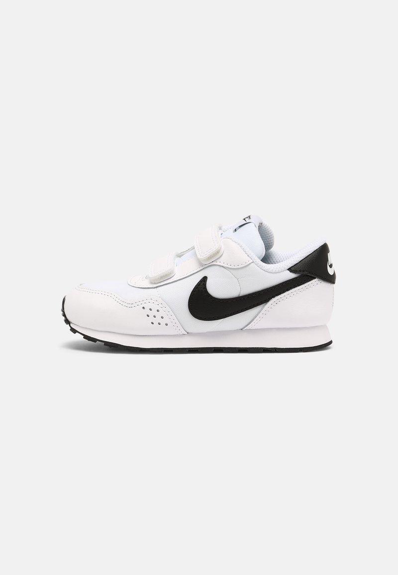 Nike Sportswear - MD VALIANT UNISEX - Sneaker low - white/black