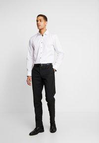 OLYMP No. Six - OLYMP NO.6 SUPER SLIM FIT  - Formal shirt - weiss - 1