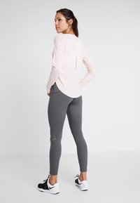 Nike Performance - CITY SLEEK - Funktionsshirt - echo pink/reflective silver - 2