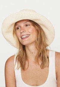 OYSHO - Hat - white - 2