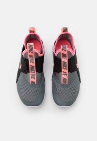 Nike Performance - FLEX RUNNER UNISEX - Neutrální běžecké boty - smoke grey/sunset pulse/black/white - 3