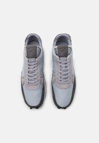 Nike Sportswear - DBREAK-TYPE - Trainers - wolf grey/black/iron grey/white - 3