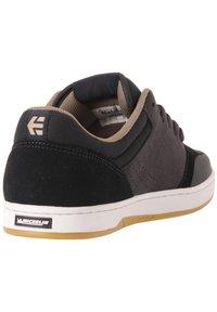 Etnies - MARANA - Sneakers laag - navy/tan - 2