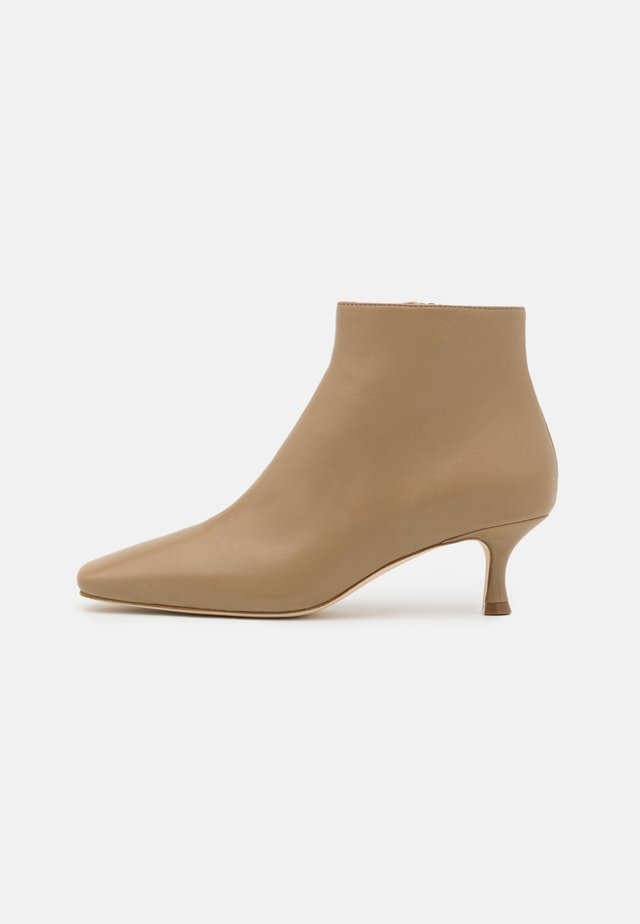 SQUARE TOE - Ankle Boot - mud
