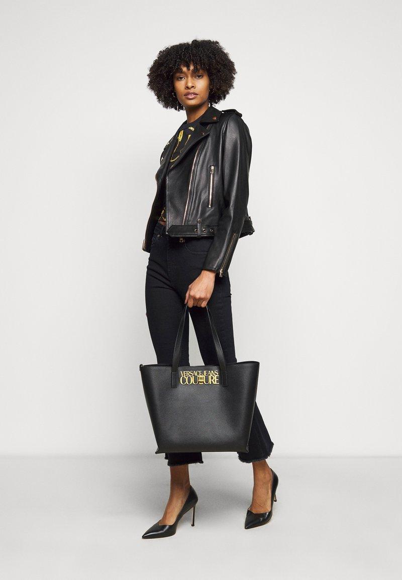 Versace Jeans Couture - LOGOLOCK BAG SET - Handbag - nero