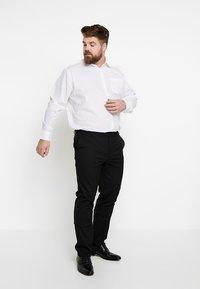 Seidensticker - REGULAR FIT - Formal shirt - white - 1