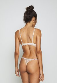 LOVE Stories - ROOMIE - Thong - off white - 2