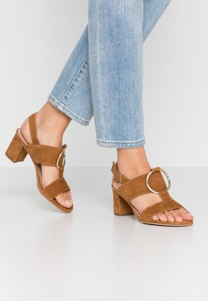 WIDE FIT POLAR NEW - Sandály - cognac