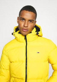 Tommy Jeans - TJM ESSENTIAL DOWN JACKET - Down jacket - valley yellow - 4