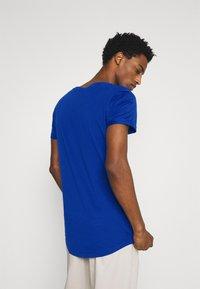 TOM TAILOR DENIM - WITH PRINT - T-shirt med print - shiny royal - 2