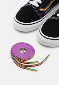 Vans - OLD SKOOL PRIDE UNISEX  - Sneakers basse - black/multicolor/true white - 5