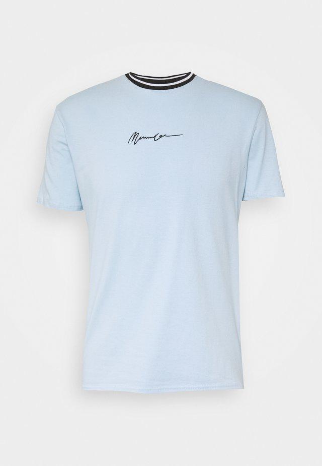 UNISEX ESSENTIAL STRIPE NECK  - T-shirt print - sky blue