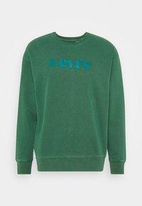 PRIDE RELAXED GRAPHIC CREW  - Sweatshirt - greens