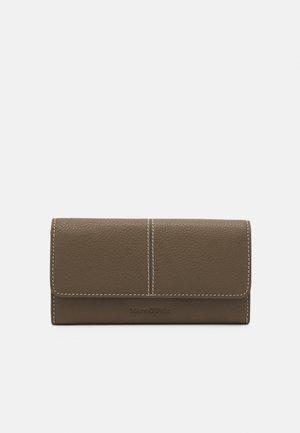 JESSIE - Wallet - nutshell brown