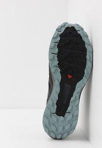 Salomon - SENSE RIDE 3 - Trail running shoes - black/ebony/lead - 4