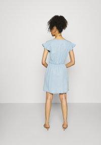 GAP - DRESS - Vestido vaquero - blue chambray - 2