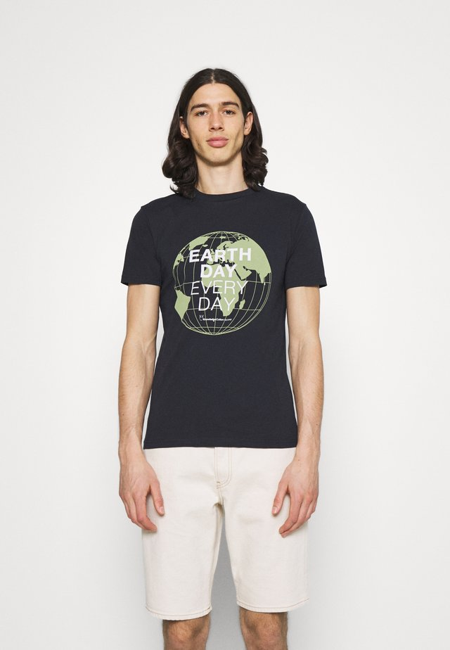 ALDER EARTH DAY EVERY DAY GLOBE TEE  - T-shirt con stampa - total ecplise