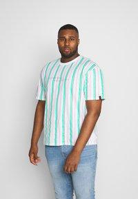 Common Kollectiv - PLUS STRIPED - Print T-shirt - white - 0