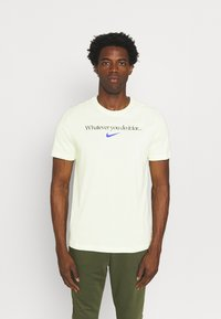 Nike Performance - TEE - T-shirt con stampa - lime ice - 0