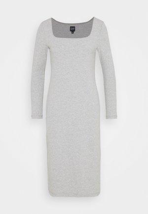 SQUARENECK DRESS - Strikket kjole - light heather grey