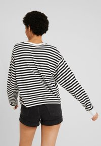 Levi's® - GRAPHIC LONG SLEEVE  - Long sleeved top - cloud dancer - 2