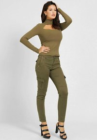 Guess - SEXY CARGO PANT - Cargo trousers - braun - 1