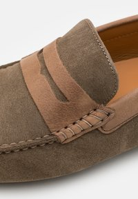 Hackett London - MATTERIAL DRIVER - Moccasins - taupe - 5