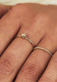 Isabel Bernard - Ring - gold - 3