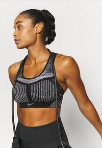 Nike Performance - FE/NOM FLYKNIT BRA - Medium support sports bra - black/white - 3