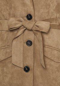 Freequent - FQBIRDAY - Klassinen takki - beige sand - 2